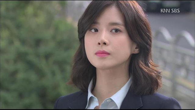 チャン・ヘソン役のイ・ボヨン