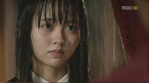 会いたい』でイスヨンが雨の中涙を流すシーンのヨリ
