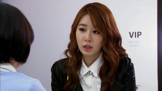 ユシン役のイユンナ