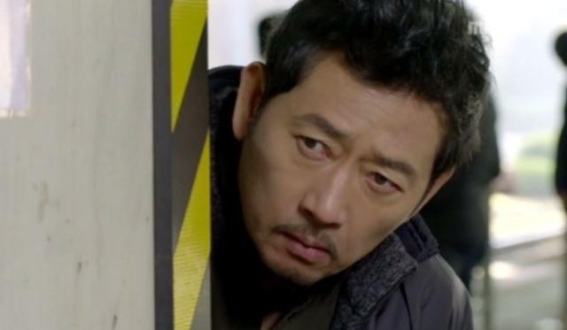 キム刑事役のチョングァンリョル
