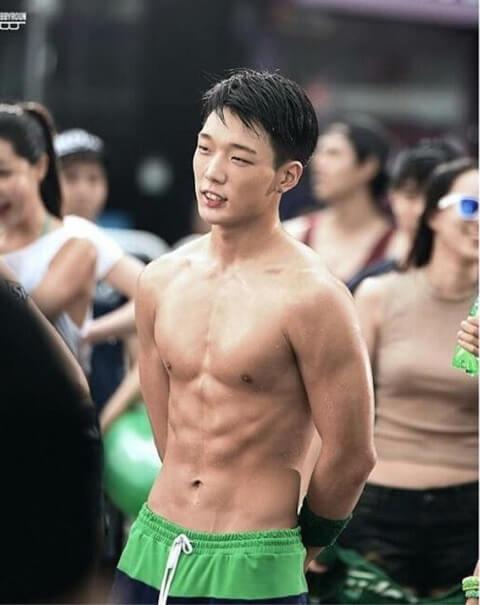 iKONボビの筋肉美