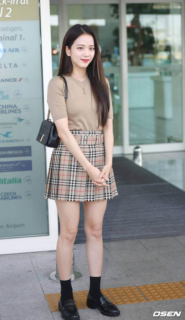 BLACKPINKジスのガーリーな空港ファッション
