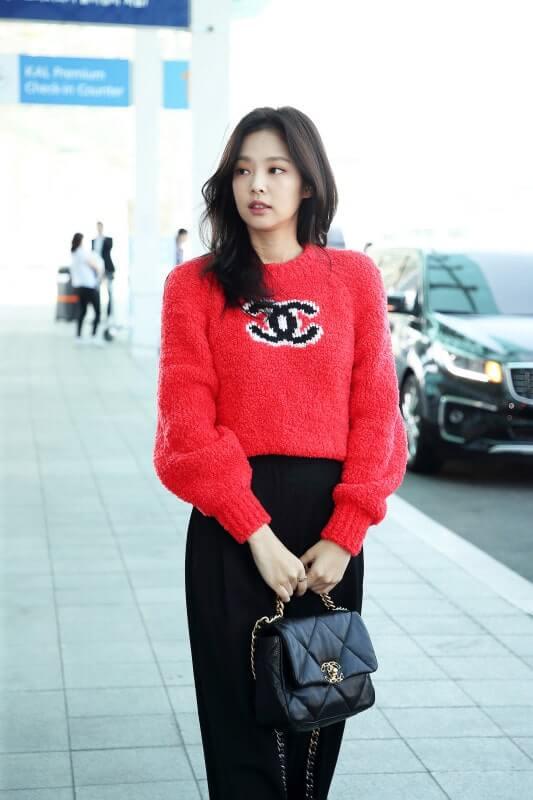 BLACKPINKジェニのシャネルセーター空港ファッション