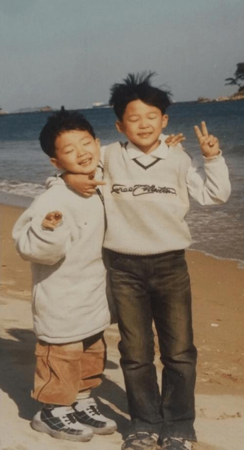 幼少期のジミンと弟