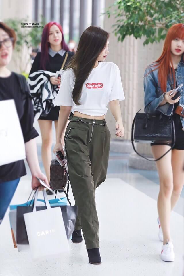BLACKPINKジェニのsupreme空港ファッション