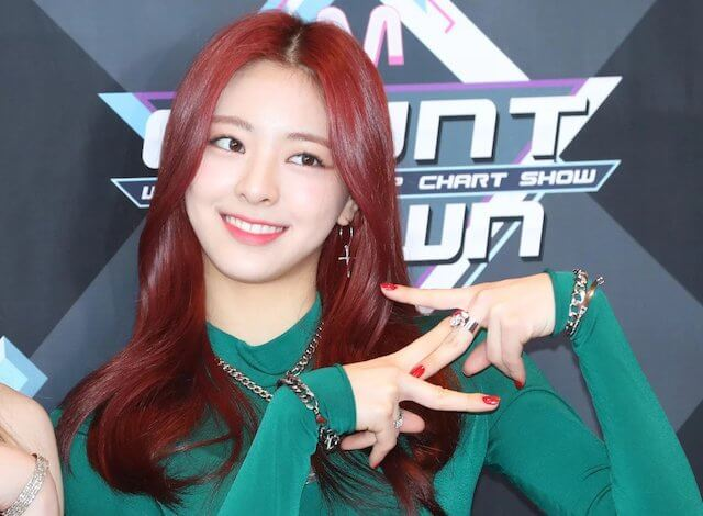 ITZYユナの赤髪