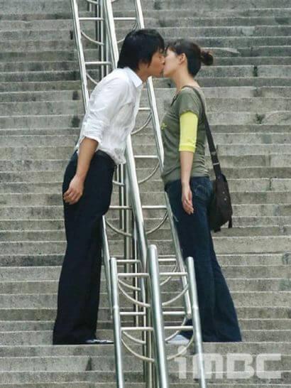 南山公園の大階段でのキスシーン