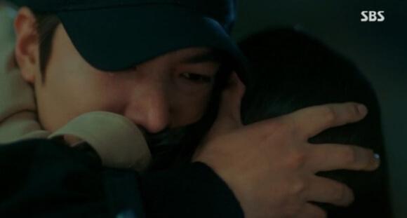 涙の再会を果たしたゴンとテウル