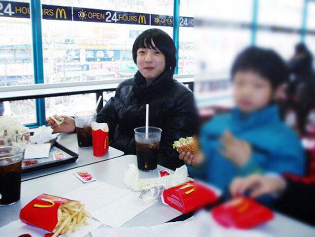 マックを食べる小学生ジョングク