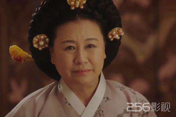 太皇太后チョ氏役のパクウォンスク