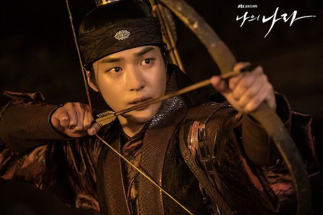 バンウォンに弓を向けるフィ