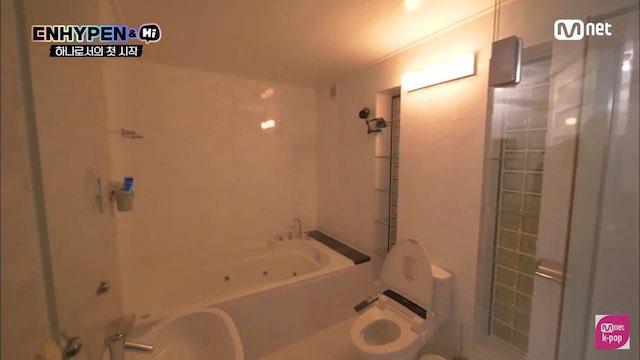 ENHYPENの宿舎のバスルーム