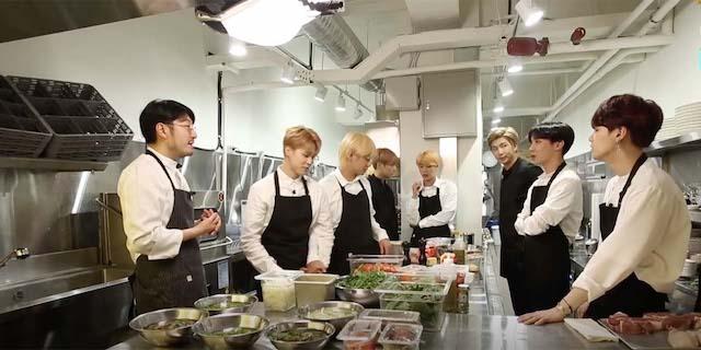 料理をするBTSメンバー